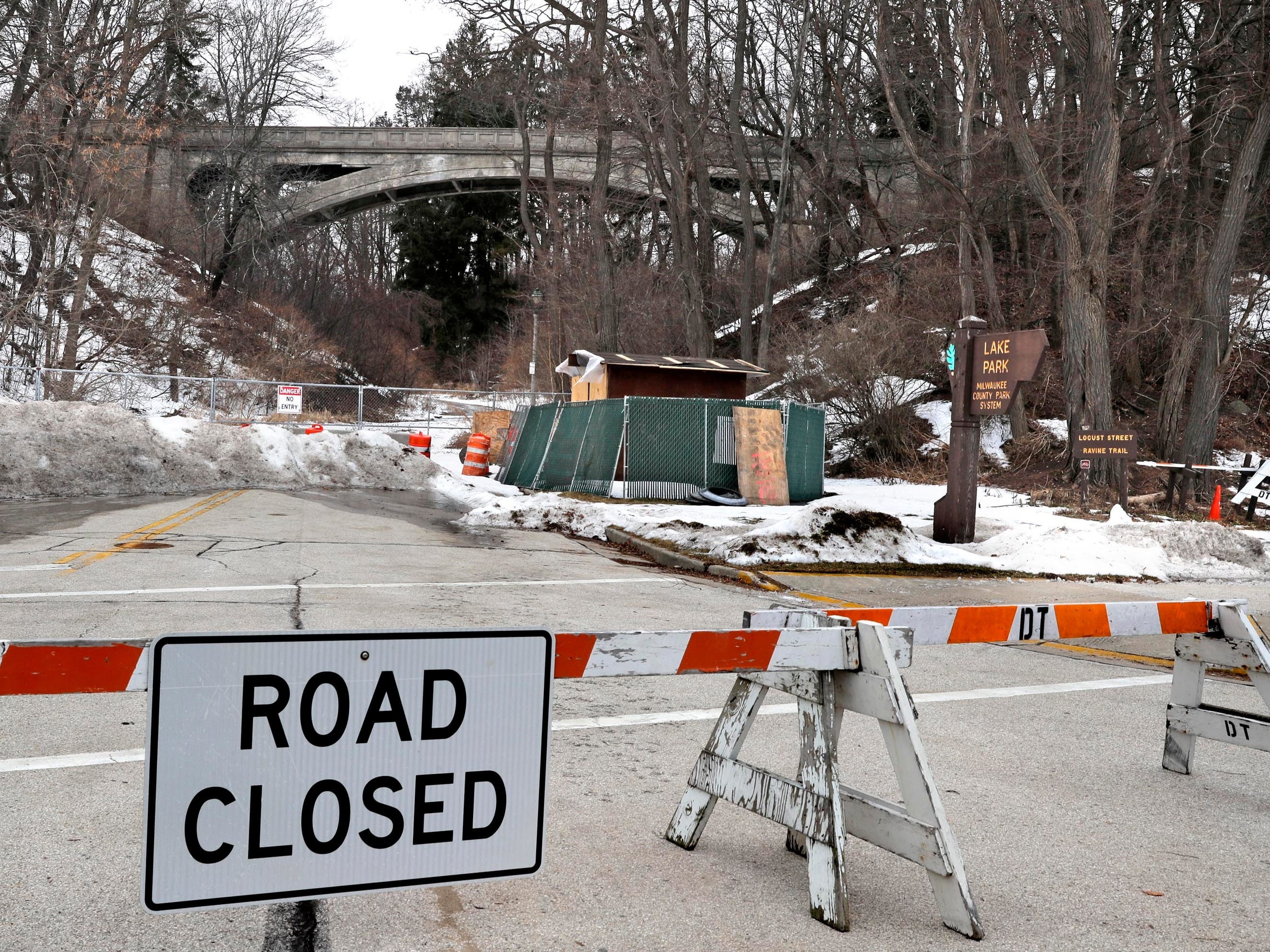 Ravine Road from Lincoln Memorial Drive to Lake Park has been closed since 2014 because of unsafe conditions on the footbridge spanning the road.