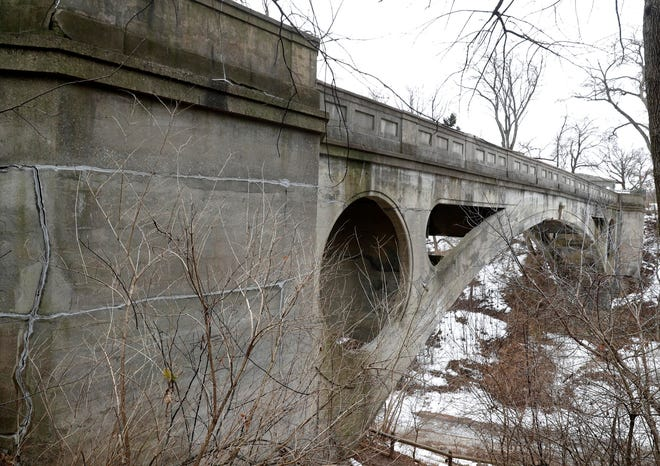 Lake Park's footbridge spans Ravine Road leading to Lincoln Memorial Drive.