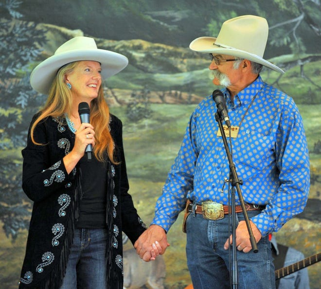 Floyd and Valerie Beard are set to perform at 6 p.m. this evening at Luna Rossa Winery, 3710 W. Pine St. just off the old frontage road.