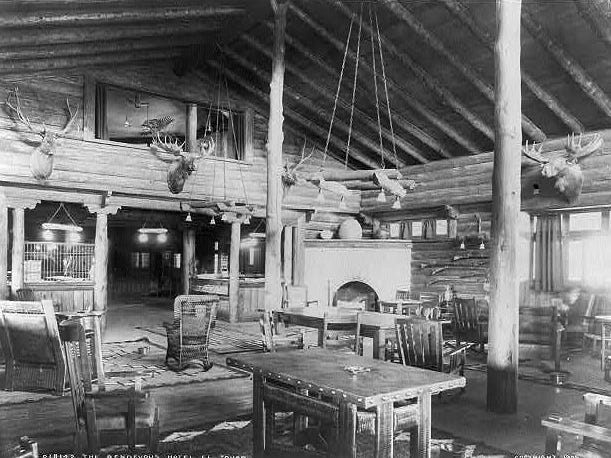 The El Tovar lobby, as seen in 1907, two years after it opened.