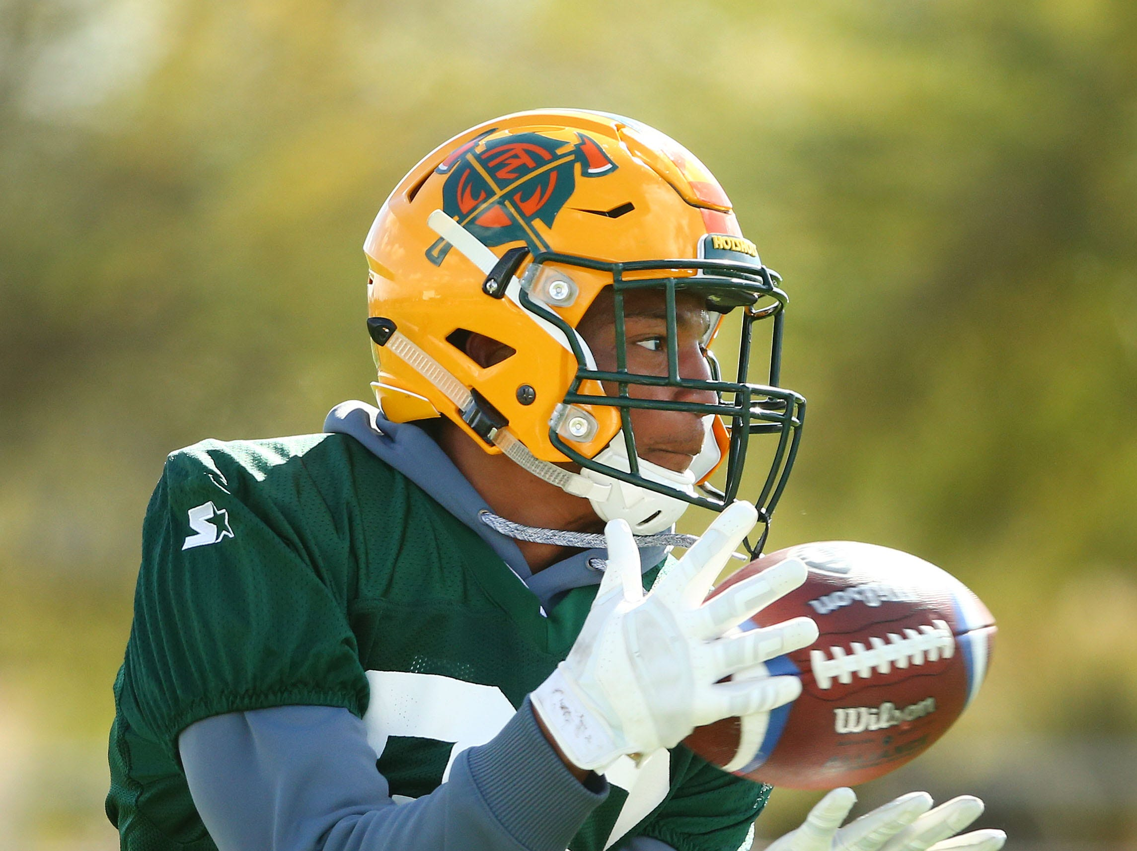 Hotshots running back Larry Rose III (32) catches a pass during a practice Feb. 5 at State Farm Stadium.