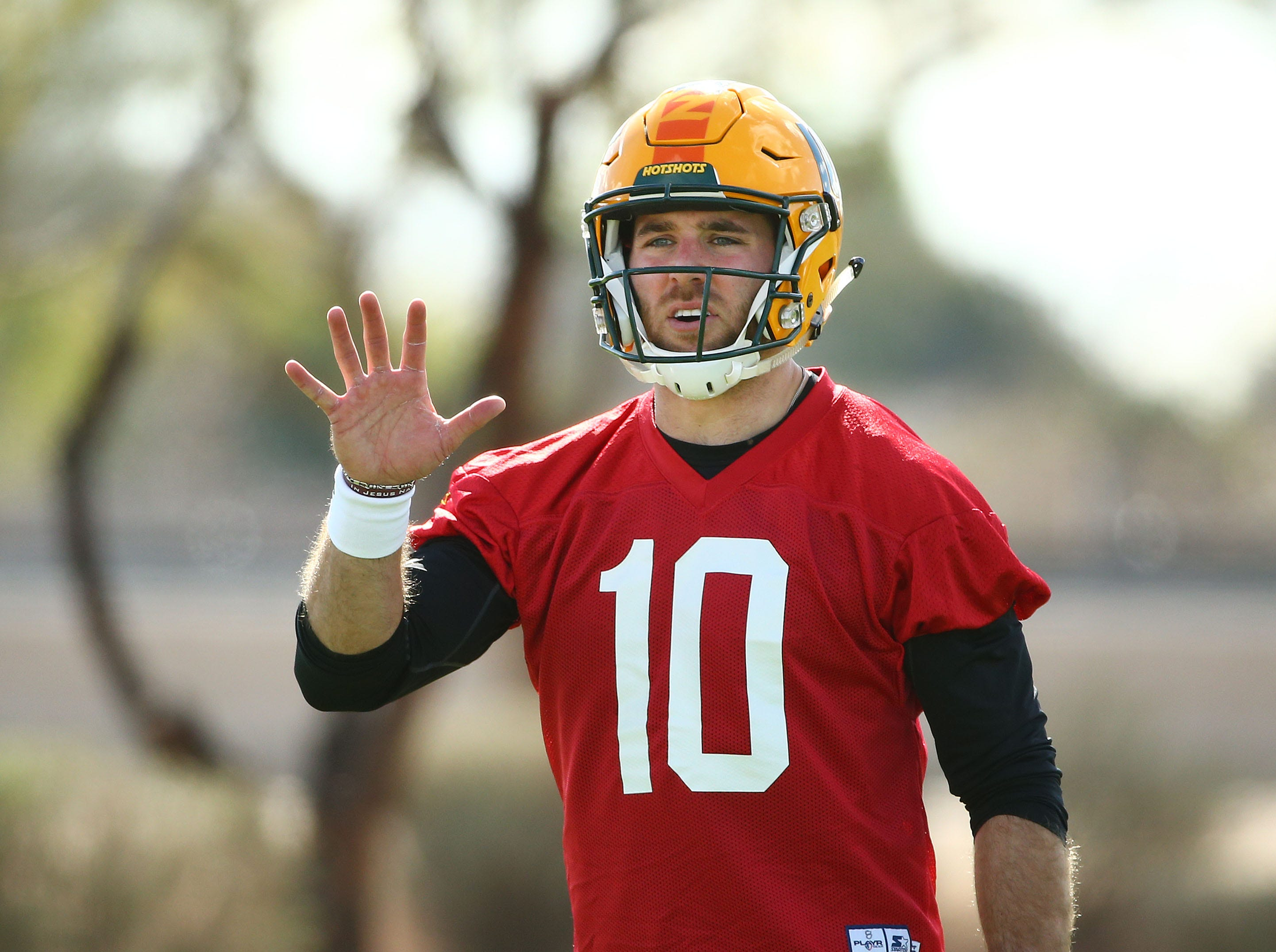 Hotshots quarterback Trevor Knight (10) is seen during a practice Feb. 5 at State Farm Stadium.