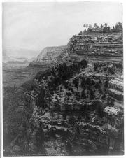 You can see the Grand View Hotel overlooking the Grand Canyon in this 1907 photo.