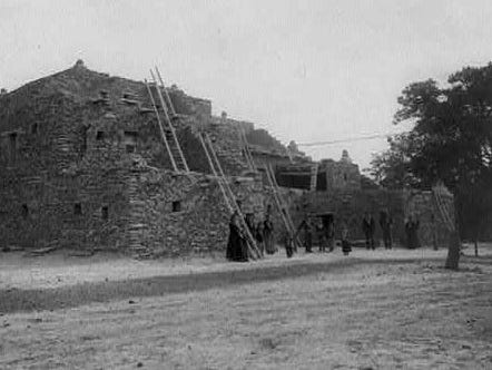 The Hopi House near the El Tovar, ca. 1906.