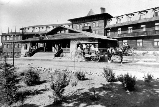 A carriage departs the El Tovar Hotel, ca. 1908.