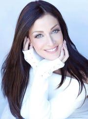 """Dayanara Torres fue coronada como Miss Universo en 1993, estuvo casada con Marc Anthony de 2000 a 2003. Se ha destacado como modelo, actriz y conductora. Recientemente estuvo como jurado en """"Mira Quién Baila"""" ."""