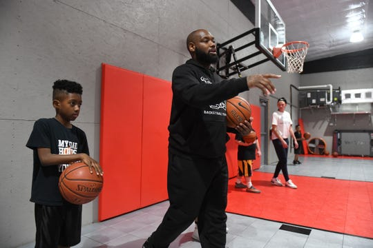 """Andre Collins leads drills at """"The Lab"""" in Parsonsburg, Md. on Monday, Feb. 4, 2019."""