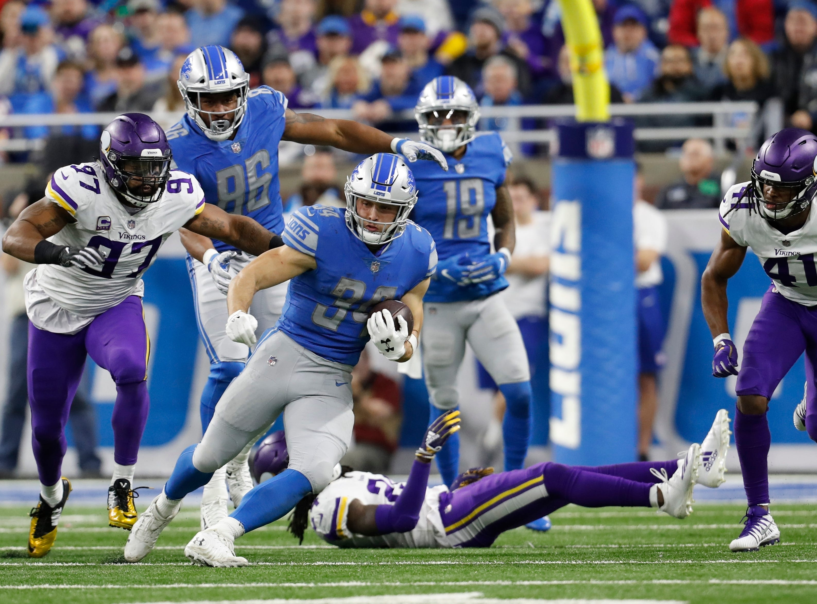 Detroit Lions running back Zach Zenner (34) rushes during the second half of an NFL football game against the Minnesota Vikings, Sunday, Dec. 23, 2018, in Detroit. (AP Photo/Rey Del Rio)