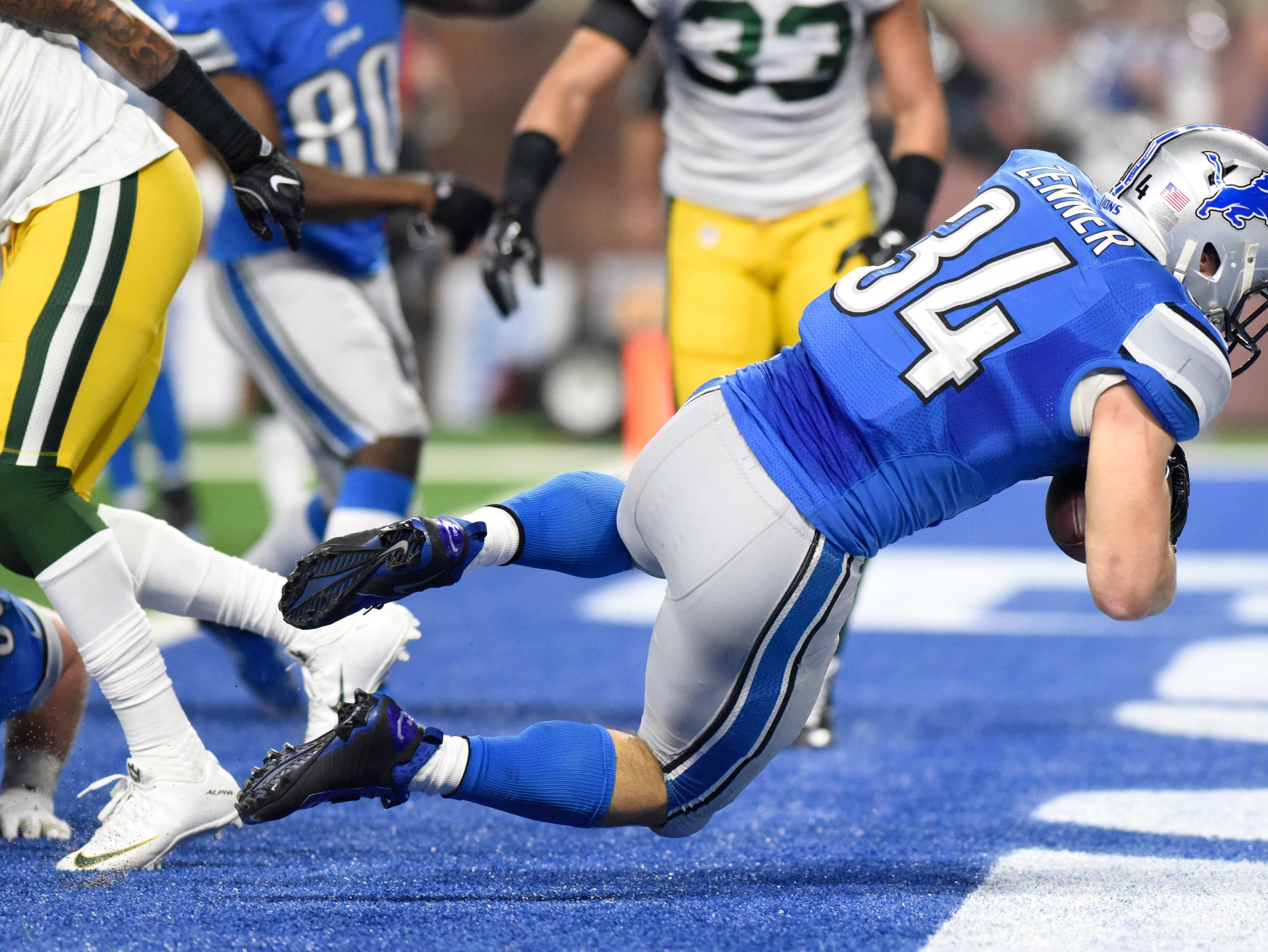 Detroit Lions fullback Zach Zenner falls into the end zone for a touchdown during the first half of an NFL football game against the Green Bay Packers, Sunday, Jan. 1, 2017, in Detroit. (AP Photo/Jose Juarez)
