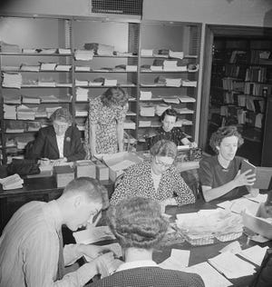 Washington, D.C. Volunteer translators in the Red Cross district library translating messages from many foreign languages: Dutch, Polish, German, French, Italian, into English so that they can be censored before going to relatives in this country The Red Cross handles messages between people in foreign countries through their Foreign Inquiry Service