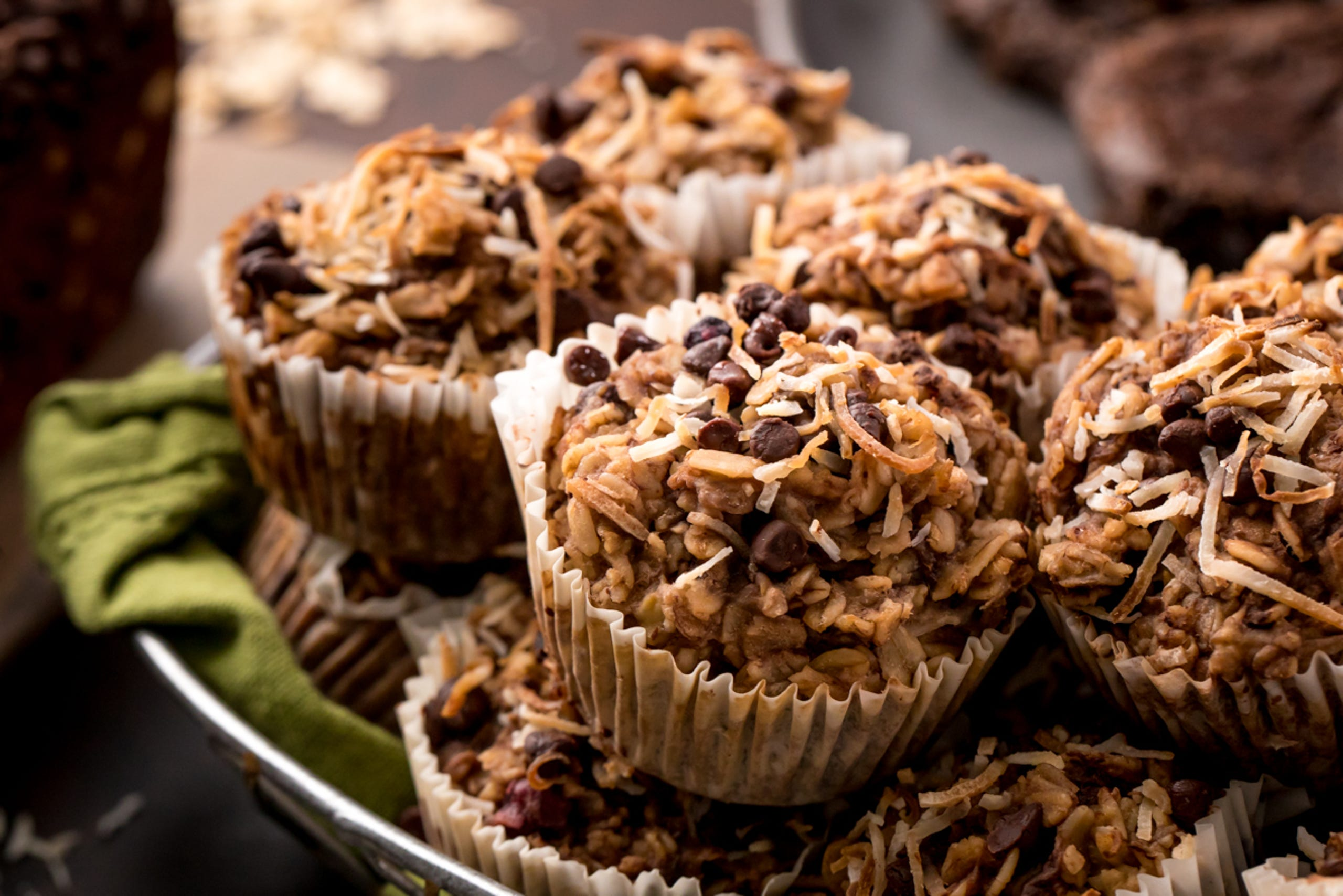 """If you're looking for a healthier option for your kids to bring to school this Valentine's Day, these <a href=""""https://youtu.be/sJ8Nrgw8n2E?utm_source=veganvalentinesdesserts"""" target=""""_blank"""">breakfast oatmeal cupcakes</a> are the perfect classroom snack.Katie Higgins, of the popular healthy dessert blog<a href=""""https://chocolatecoveredkatie.com/?utm_source=veganvalentinesdesserts"""" rel="""