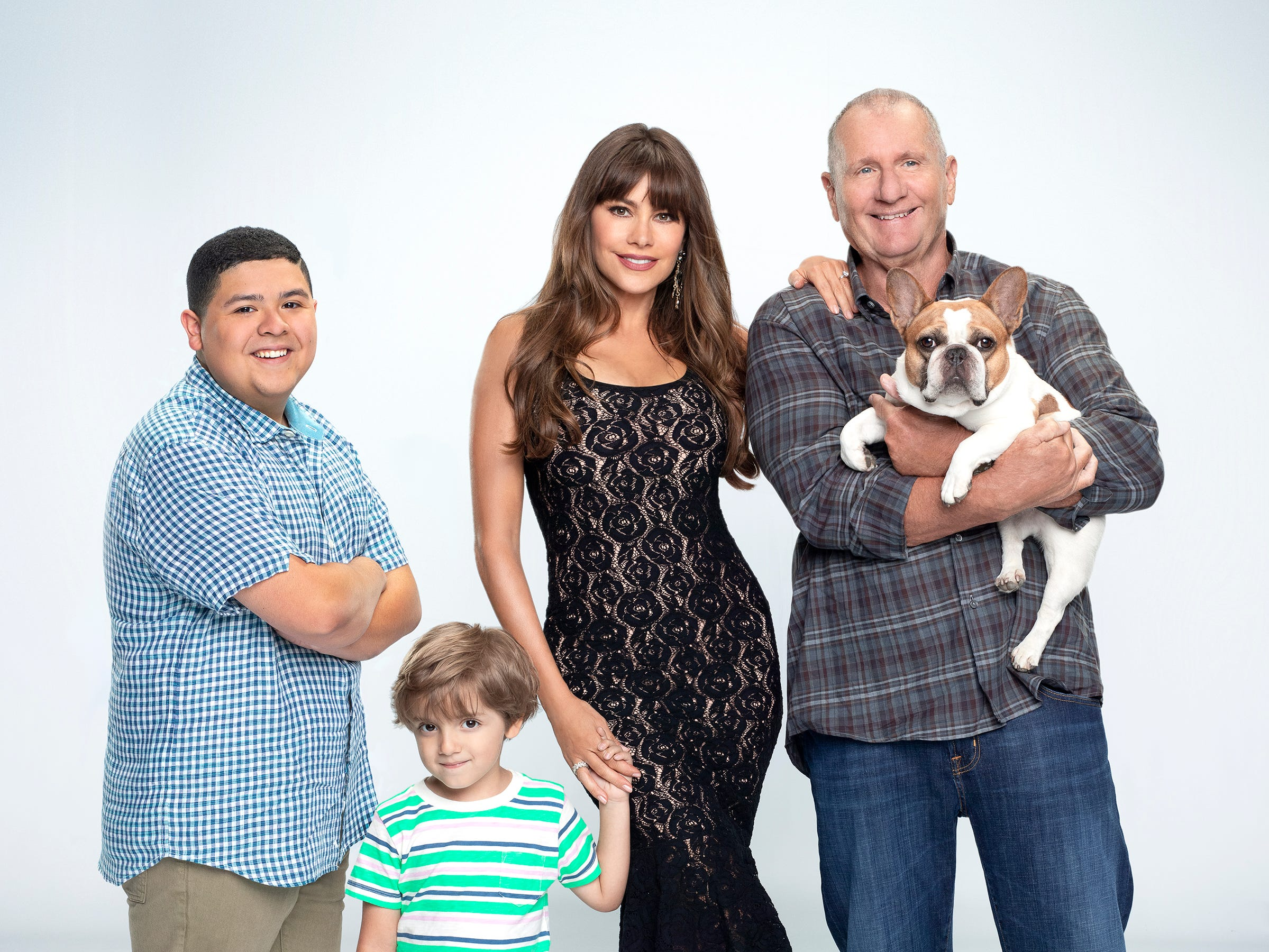 Rico Rodriguez as Manny, Jeremy Maguire as Joe, Sofia Vergara as Gloria and Ed O'Neill as Jay (with Brigitte as Stella) in the 10th season of the show.
