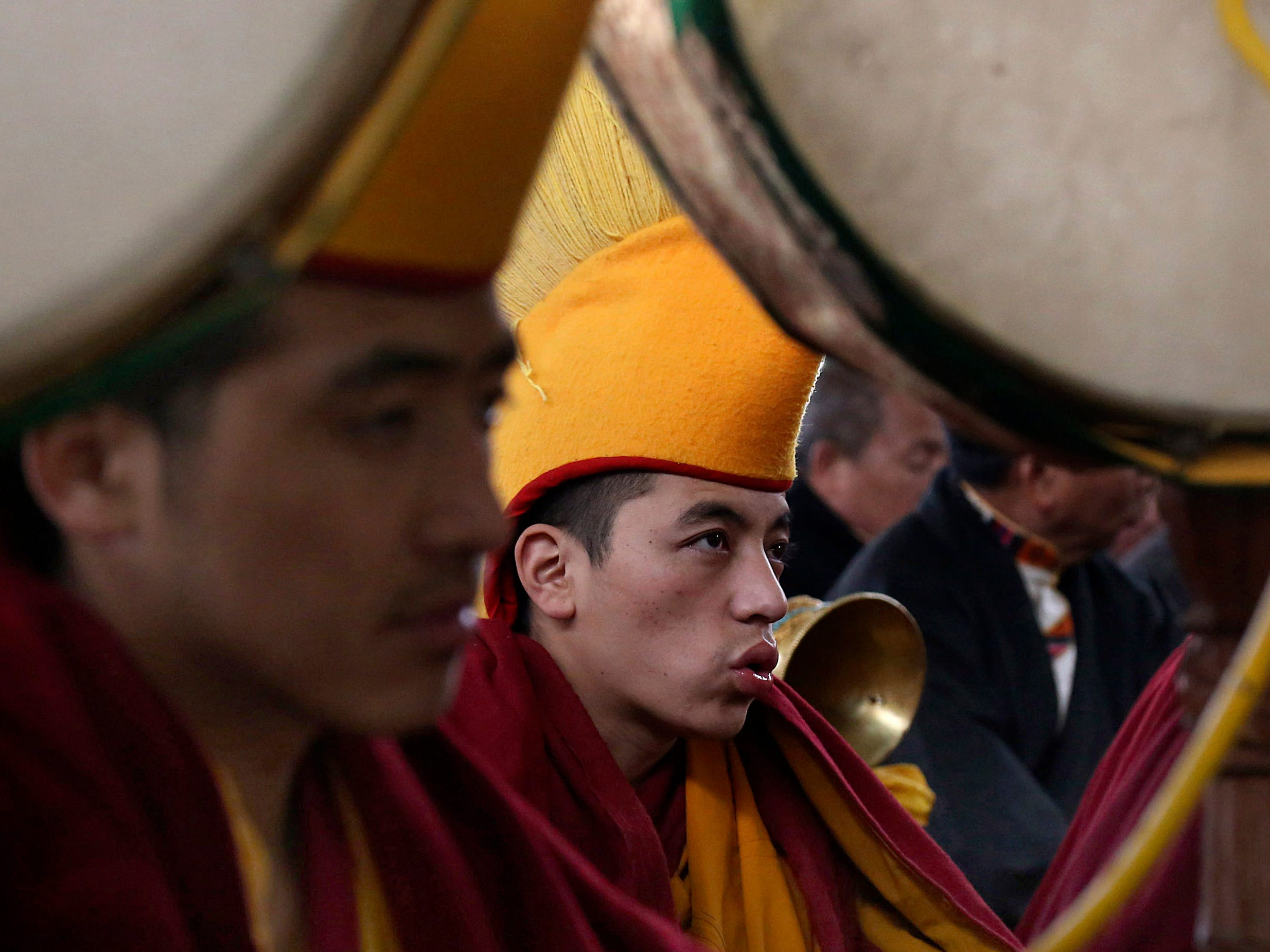 epaselect epa07344877 Tibetan monks during a traditional prayer on the first day of Losar or the Tibetan New Year at the Tibetans' main temple of Tsuglagkhang at McLeodganj near Dharamsala, India, 05 February 2019. Tibetans follow the lunar calendar, as a result the date for the Losar or the Tibetan New Year changes every year.  EPA-EFE/SANJAY BAID