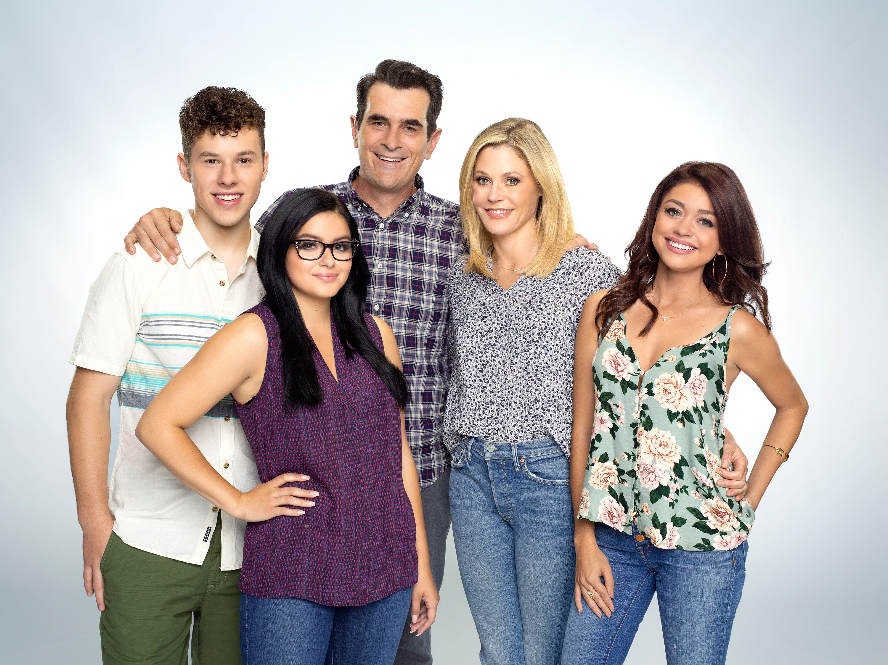 Nolan Gould as Luke, Ariel Winter as Alex, Ty Burrell as Phil, Julie Bowen as Claire and Sarah Hyland as Haley at the start of the 10th season of the show.