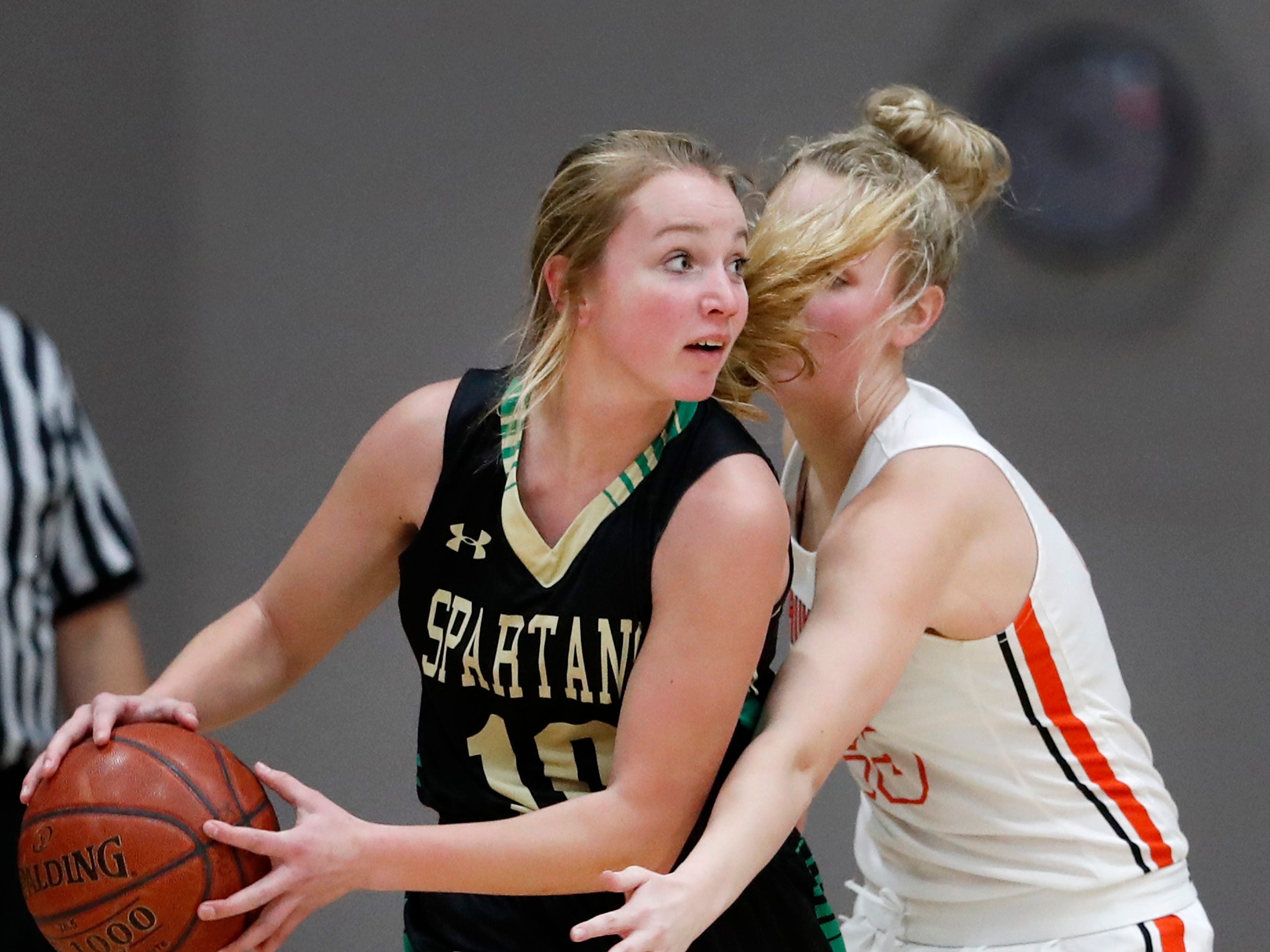 Oshkosh North High SchoolÕs Brooke Ellestad looks to get a pass past Kaukauna High School's Avery Torrey Tuesday, Feb. 5, 2019, in Kaukauna, Wis.