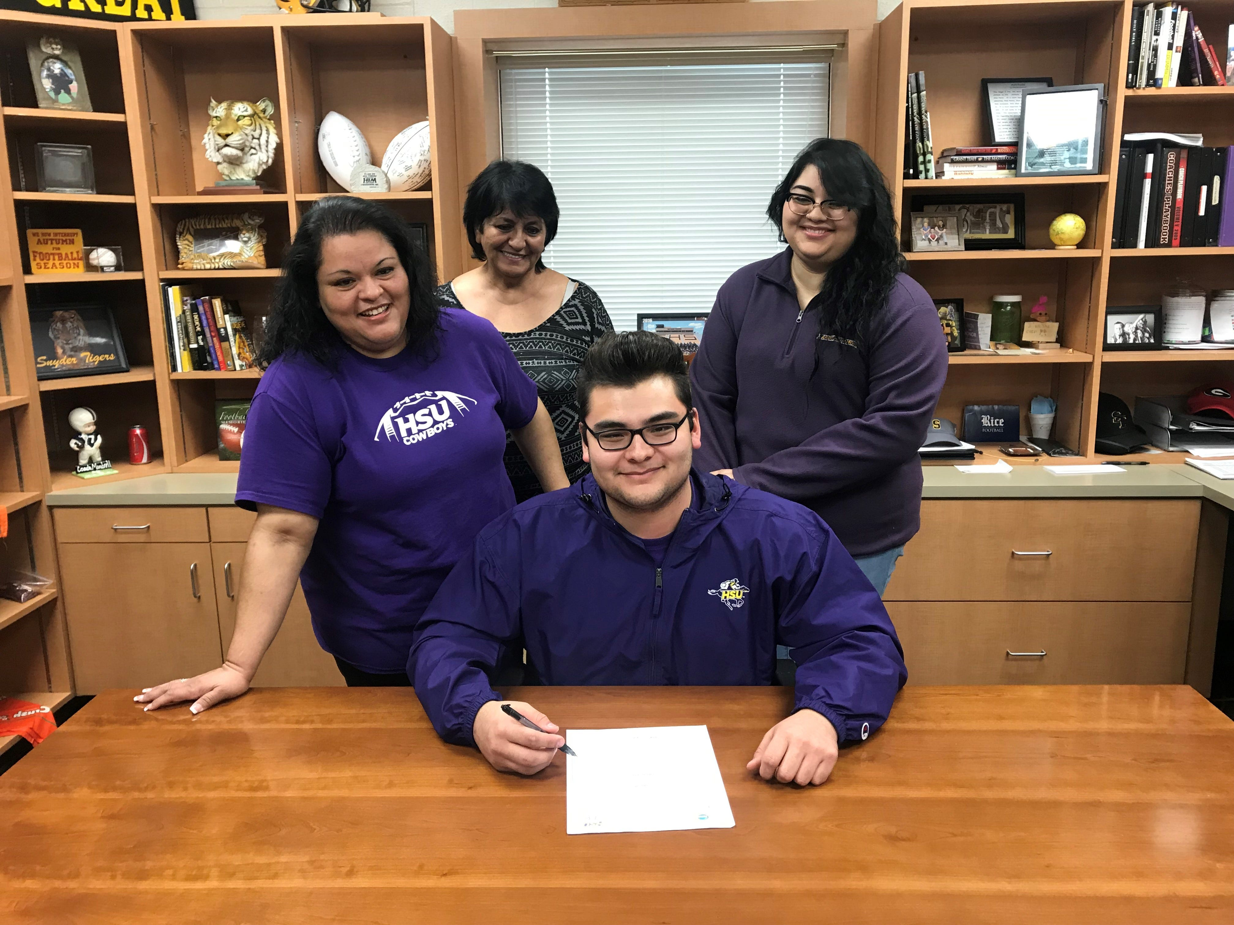 Snyder's Alex Jaimes signed with Hardin-Simmons football.