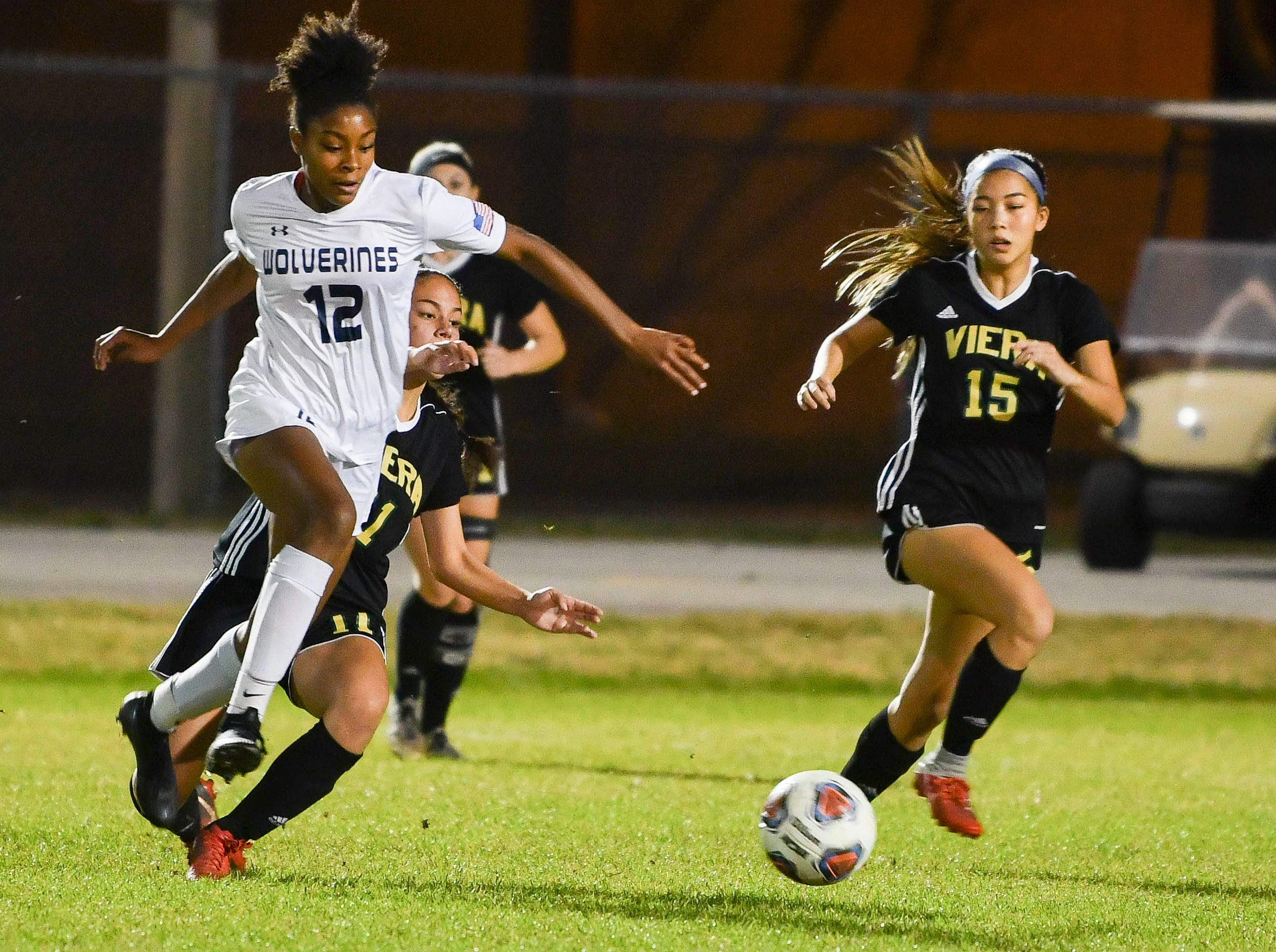 Chloe Washington of Windermere drives downfield during Tuesday's Regional Quarterfinal game at Viera High School