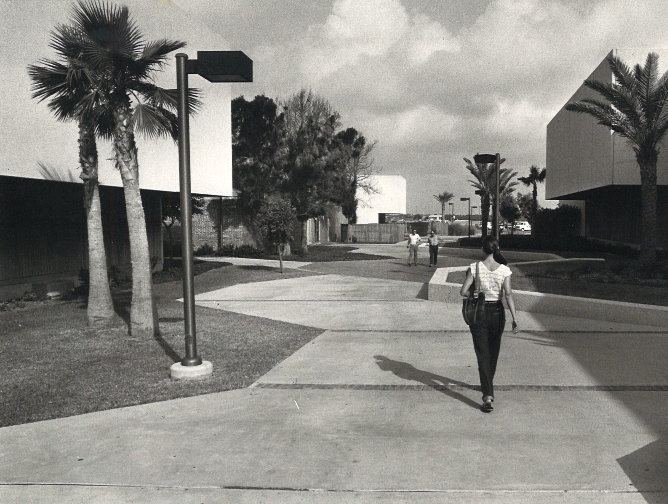 Students walk on the Corpus Christi State University campus in June 1982.