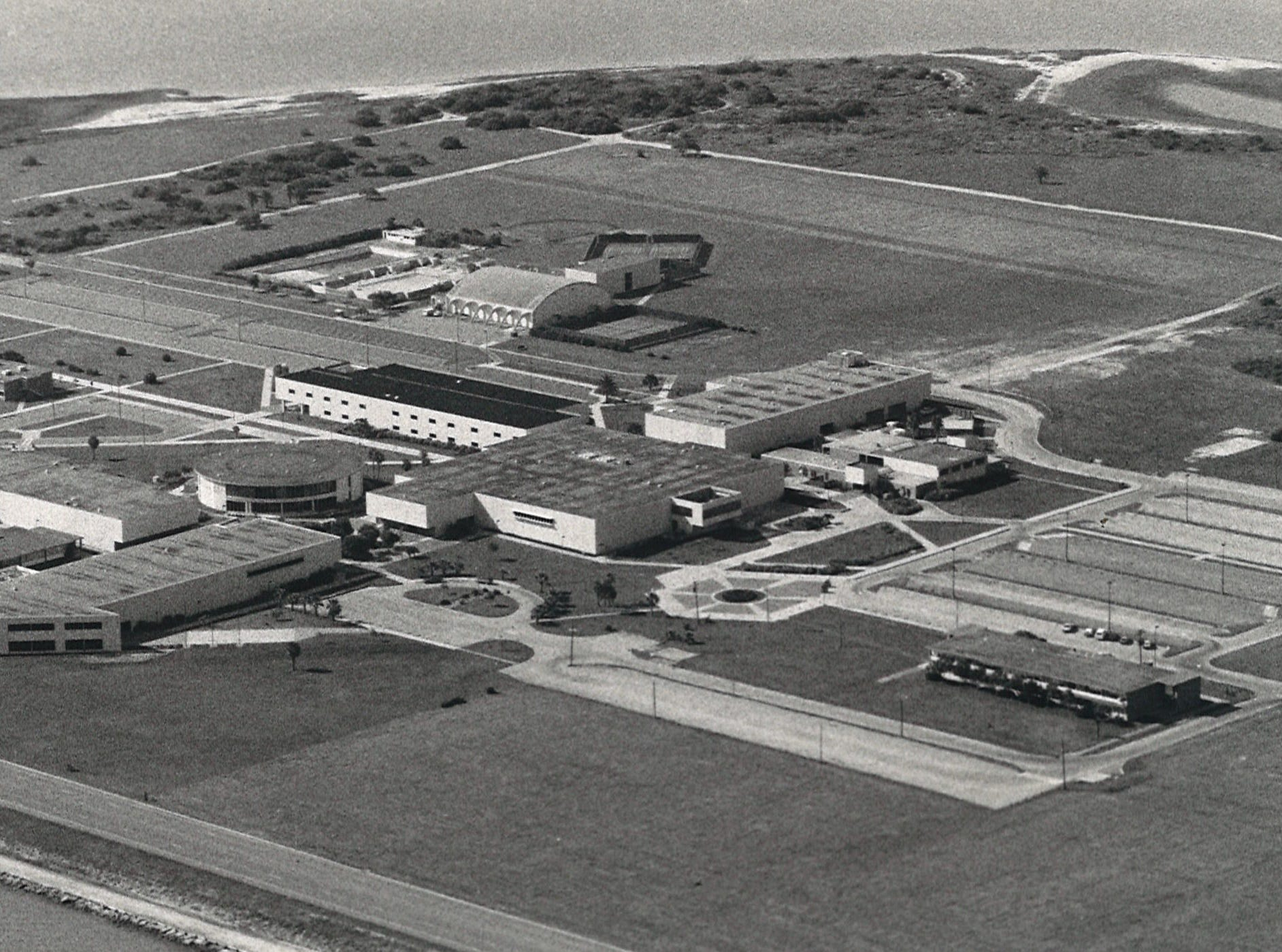 An aerial image of Corpus Christi State University on Ward Island in June 1985.