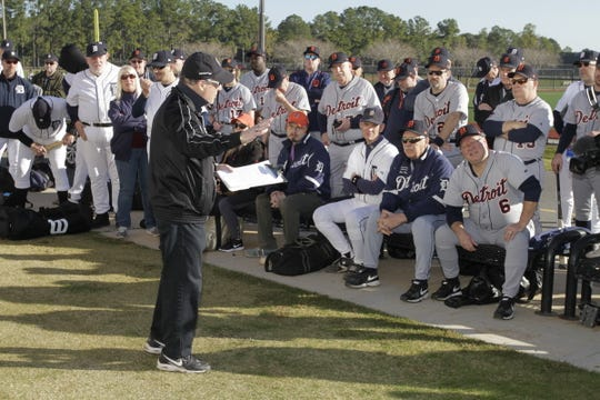 Jerry Lewis, director of the Detroit Tigers' fantasy camp, talks with players before a day of practice in Lakeland, Fla.