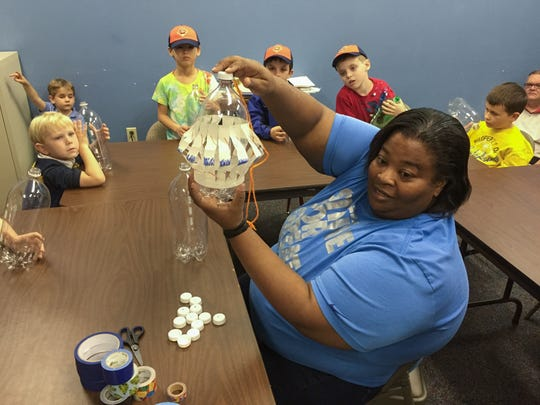 Kenya Ellis leads an arts and crafts den meeting.