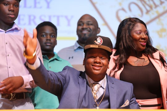 Lehigh Senior High School defensive end Quashon Fuller decides to sign with Florida State over Alabama on National Signing Day on Wednesday, Feb. 6, 2019.