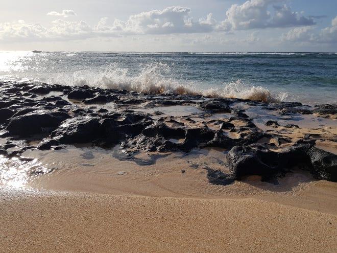 Photo of waves crashing at Urunao taken by Carmenlyn Taimanglo