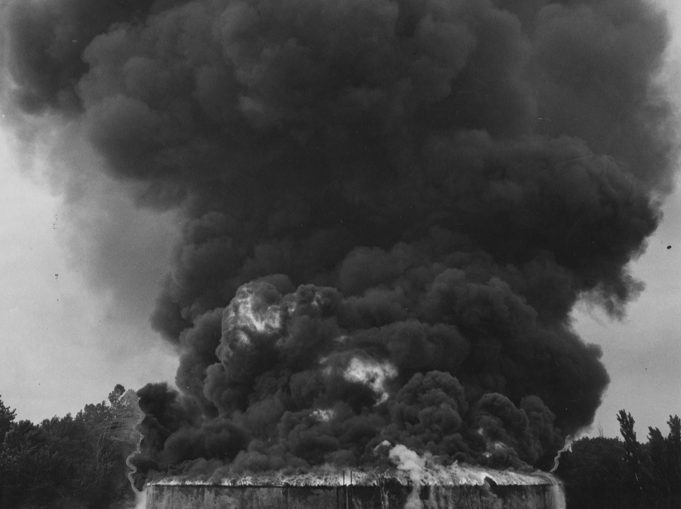 A lightening strike started this fire at the Louisville Refining Company. Flames from the 37,500-barrel oil tank shot up in the air at times over a hundred feet. 