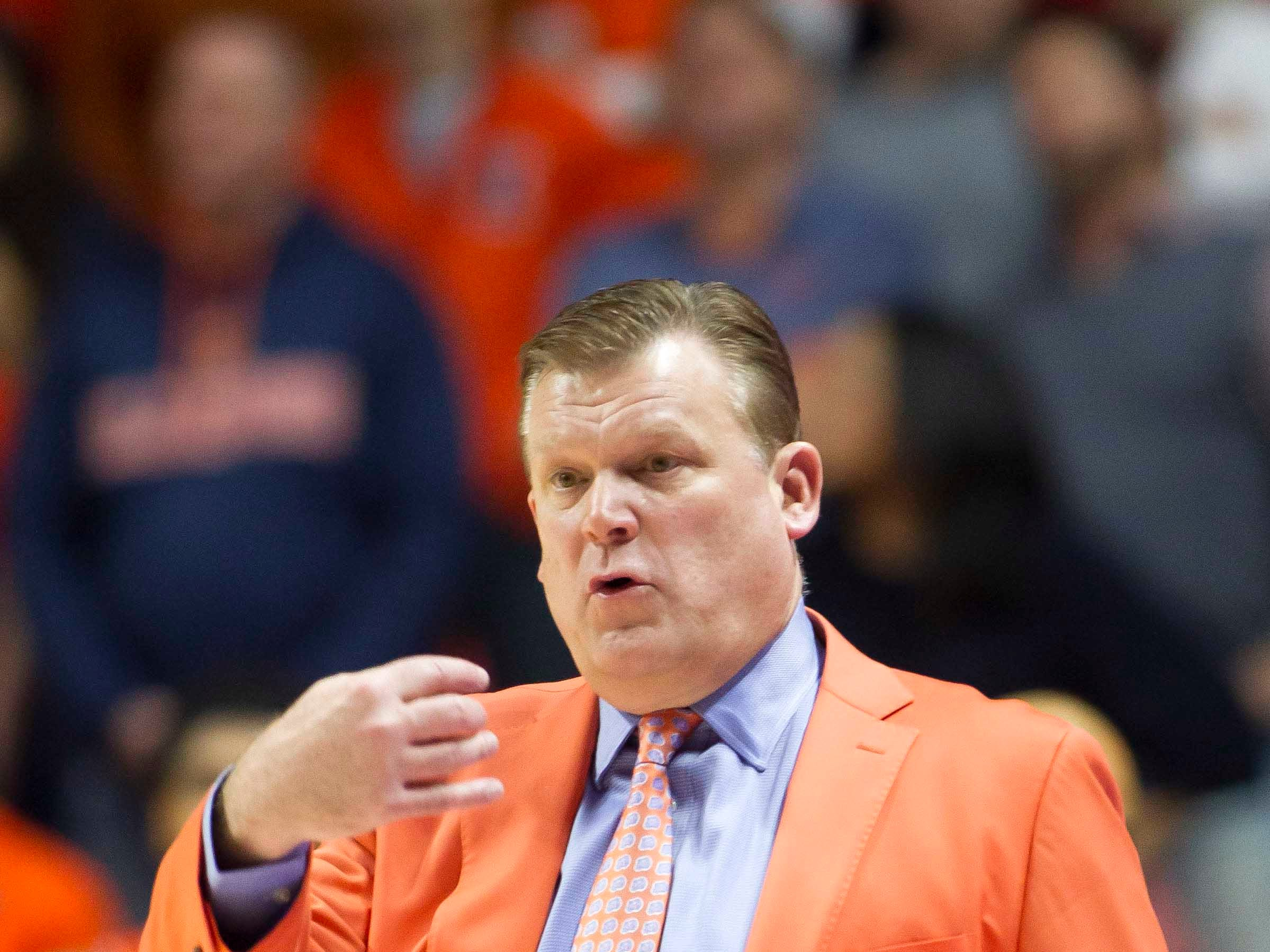 Feb 5, 2019; Champaign, IL, USA; Illinois Fighting Illini head coach Brad Underwood signals to his team during the second half against the Michigan State Spartans at State Farm Center. Mandatory Credit: Mike Granse-USA TODAY Sports