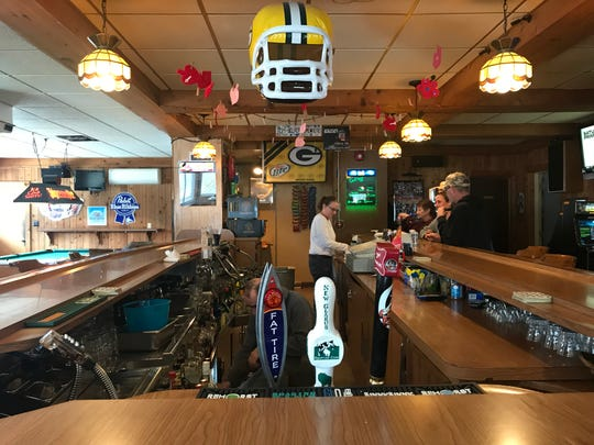Rollie's takes football seriously. As such, the kitchen closes during Packers' games and the Super Bowl.