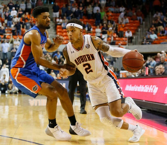 Feb 5, 2019; Auburn, AL, USA; Auburn Tigers guard Bryce Brown (10) runs a play as Florida Gators guard Jalen Hudson (3) defends during the second half at Auburn Arena.  Brown scored 14 points as the Tigers beat the Gators 76-62. Mandatory Credit: John Reed-USA TODAY Sports
