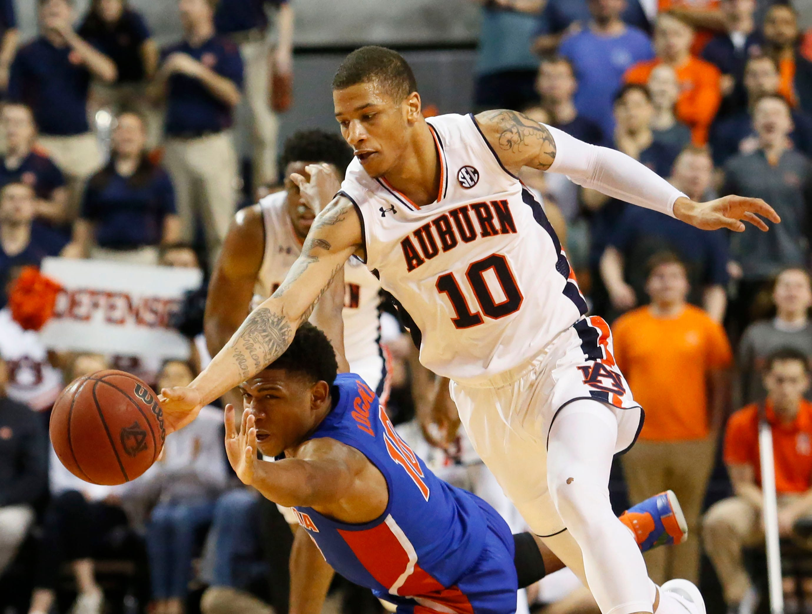 Feb 5, 2019; Auburn, AL, USA; Auburn Tigers guard Samir Doughty (10) and Florida Gators guard Noah Locke (10) go for the ball during the second half at Auburn Arena. Mandatory Credit: John Reed-USA TODAY Sports