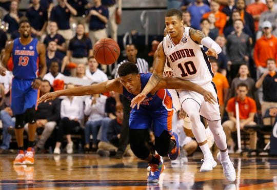 Auburn guard Samir Doughty (10) and Florida guard Noah Locke (10) go for the ball during the second half at Auburn Arena on Feb. 5, 2019.