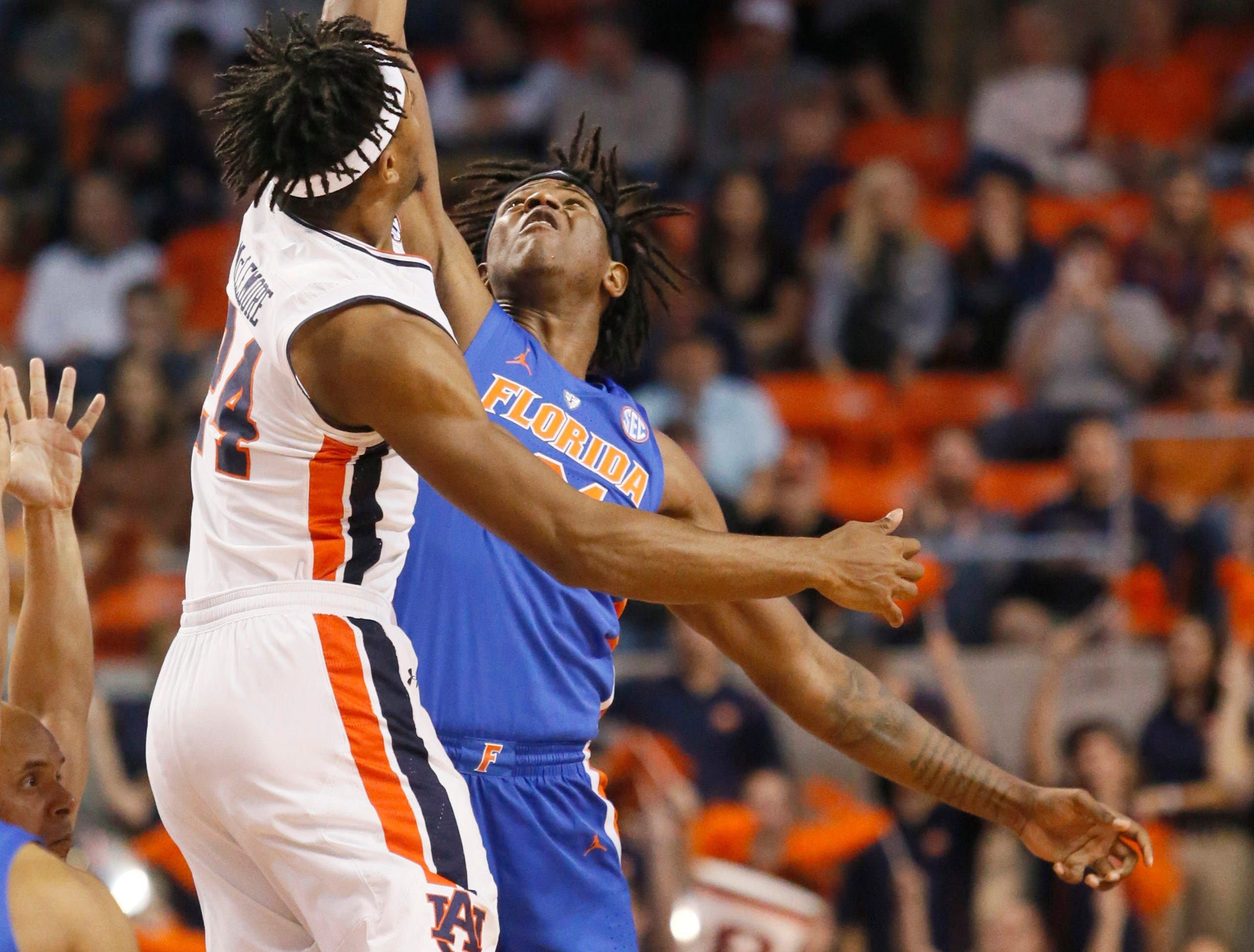 Feb 5, 2019; Auburn, AL, USA; Auburn Tigers forward Anfernee McLemore (24) battles with Florida Gators forward Dontay Bassett (21) for the opening tip during the first half at Auburn Arena. Mandatory Credit: John Reed-USA TODAY Sports