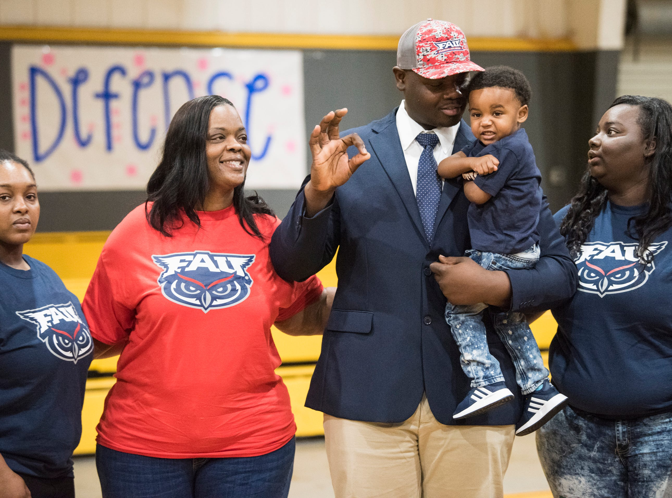 Adarius Tolliver poses with his family after announcing his signing with Florida Atlantic during signing day at Autauga Academy Prattville, Ala., on Wednesday, Feb. 6, 2019.