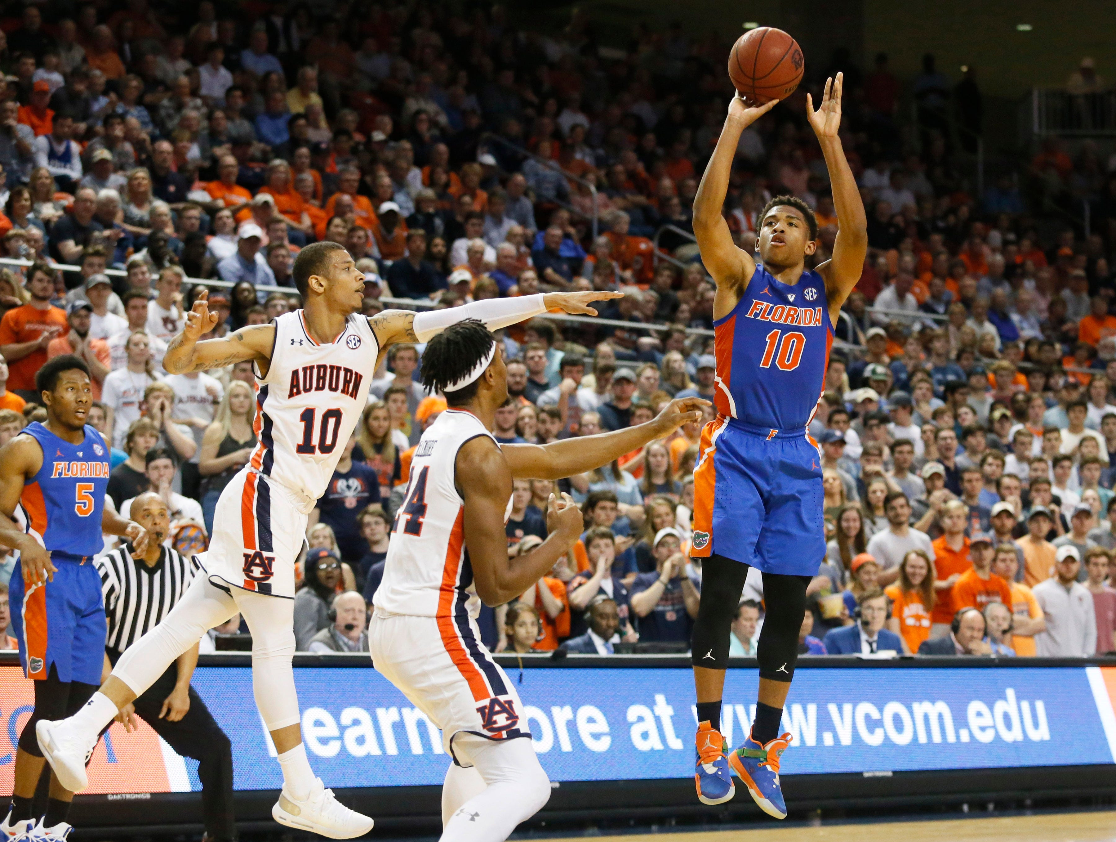 Feb 5, 2019; Auburn, AL, USA; Florida Gators guard Noah Locke (10) takes a shot against the Auburn Tigers during the first half at Auburn Arena. Mandatory Credit: John Reed-USA TODAY Sports