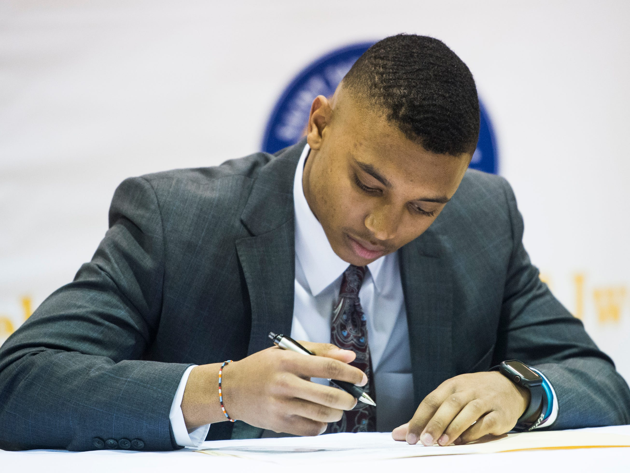 Collin Duncan signs his letter of intent to Mississippi State during signing day at St. James High School in Montgomery, Ala., on Wednesday, Feb. 6, 2019.