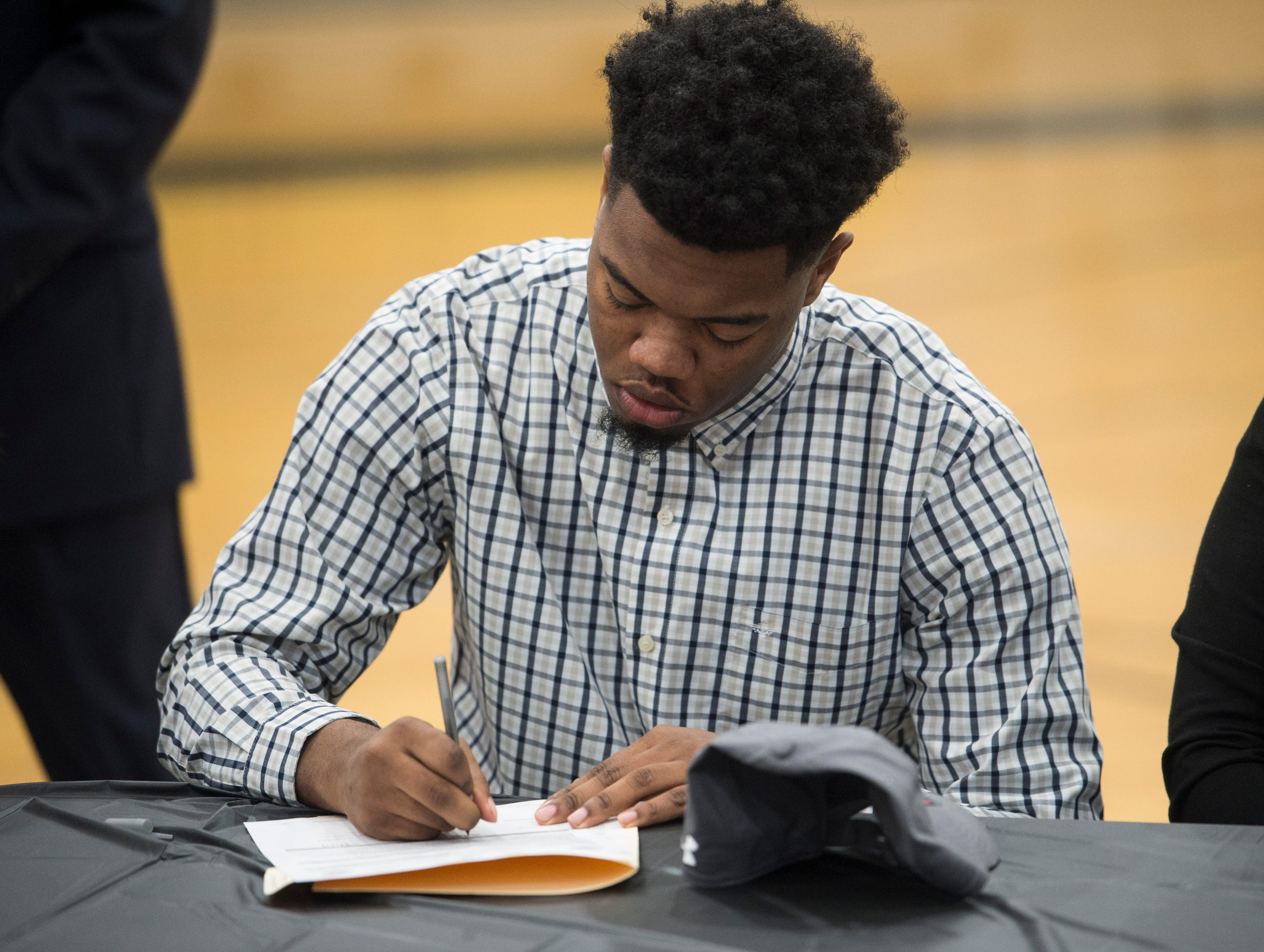 Darren Nolen signs his letter of intent to Hutchinson Community College during signing day at Wetumpka High School in Wetumpka, Ala., on Wednesday, Feb. 6, 2019.
