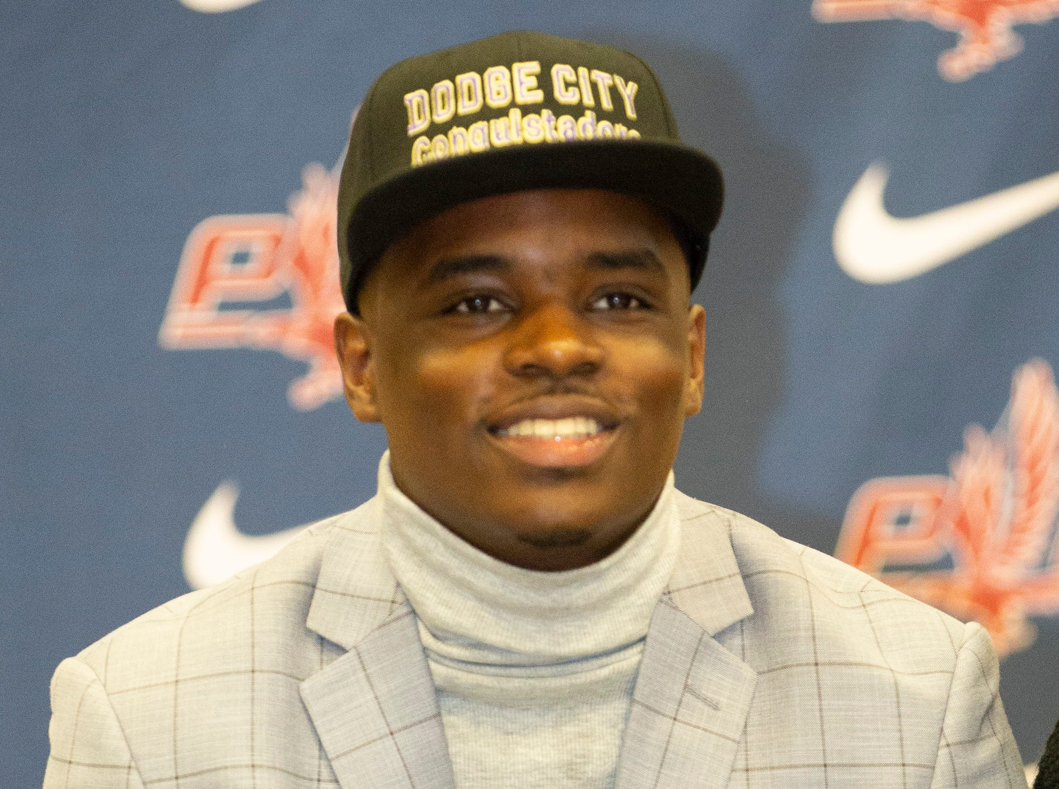 Steven Thomas, a football player at Park Crossing, signed with Dodge City Community College.