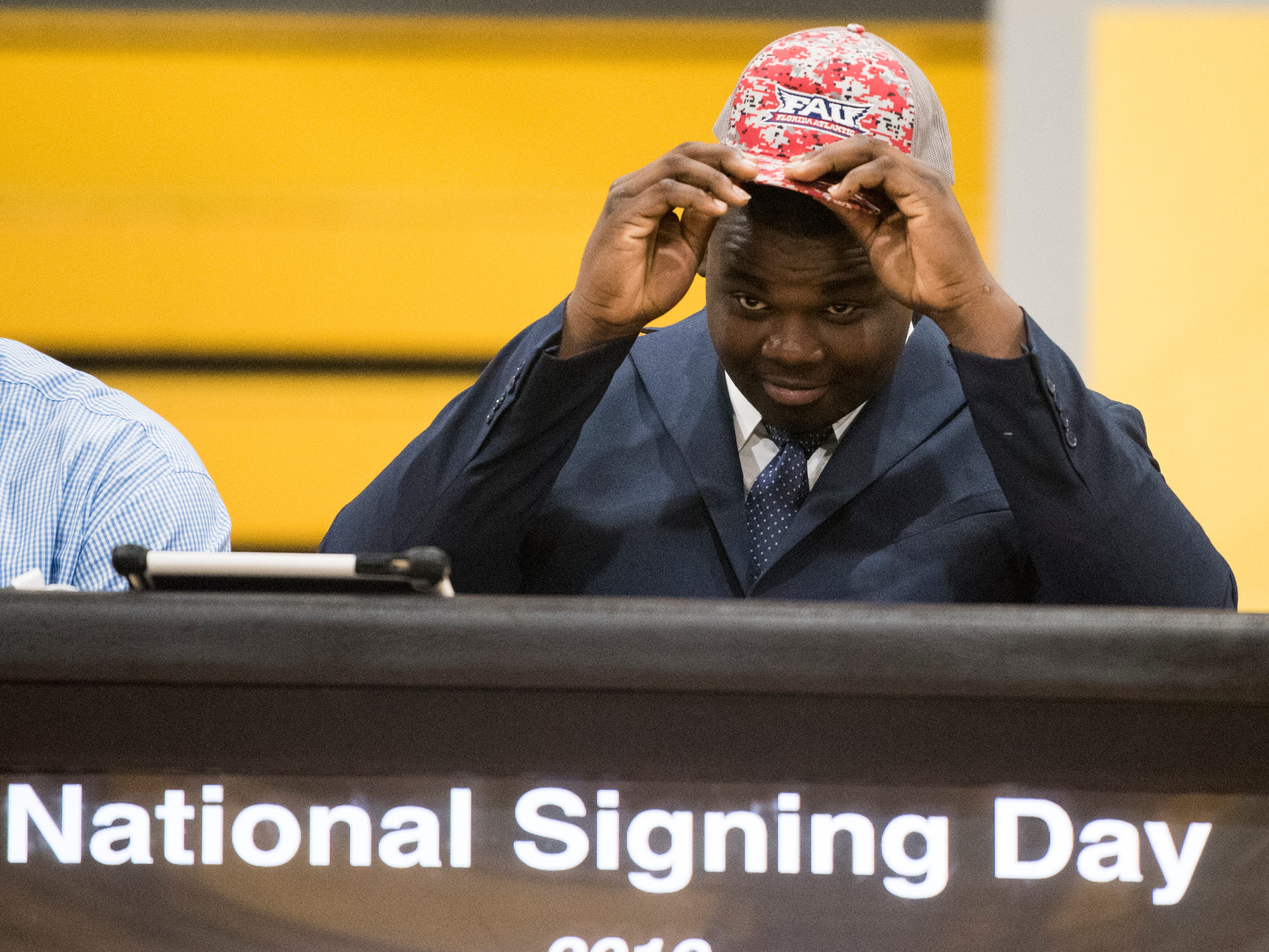 Adarius Tolliver announces his signing with Florida Atlantic during signing day at Autauga Academy Prattville, Ala., on Wednesday, Feb. 6, 2019.