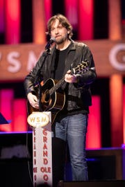 Hayes Carll made his Grand Ole Opry debut on Tuesday, Feb. 5.