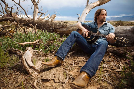 Hayes Carll made his Grand Ole Opry debut on Tuesday.
