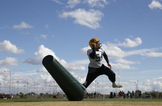 Arizona Hotshots linebacker Sione Teuhema (54) during practice on Feb. 5 at State Farm Stadium.