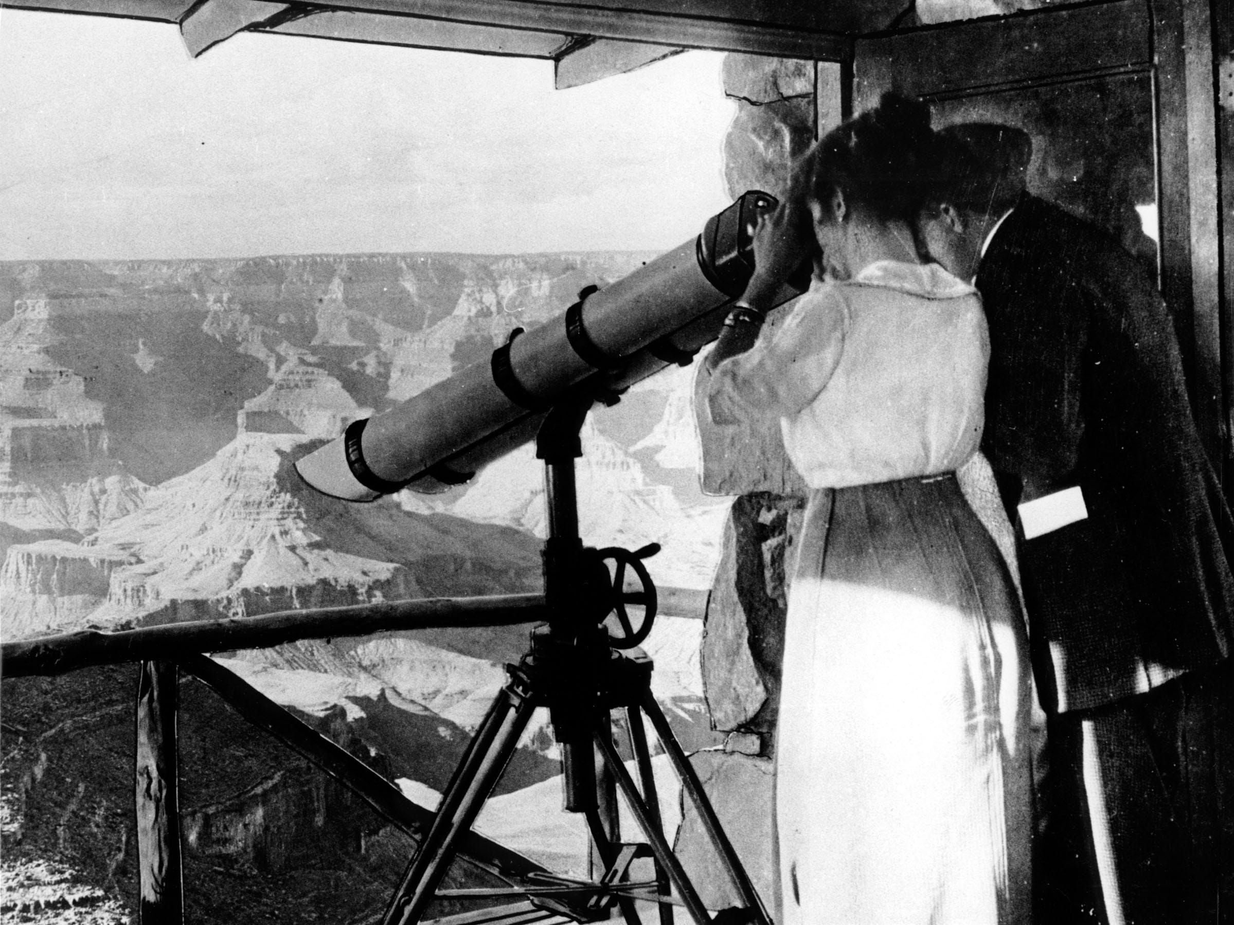 Visitors in 1915 peer at the Grand Canyon from Telescope Tower at Lookout Studio.