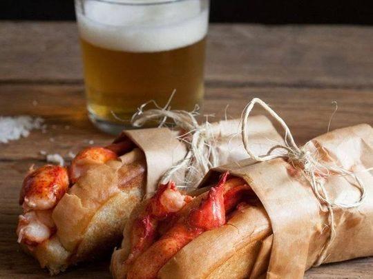 El camión de comida Cousins Maine Lobster es una buena opción de comida.