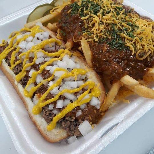 La hamburguesa Detroit Loose de Detroit Coney Cruiser está hecha con carne molida, salsa de chile Detroit, cebolla y mostaza amarilla.