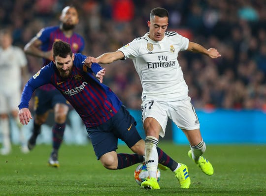En un ríspido partido de Copa del Rey, Barcelona y Real Madrid empataron.