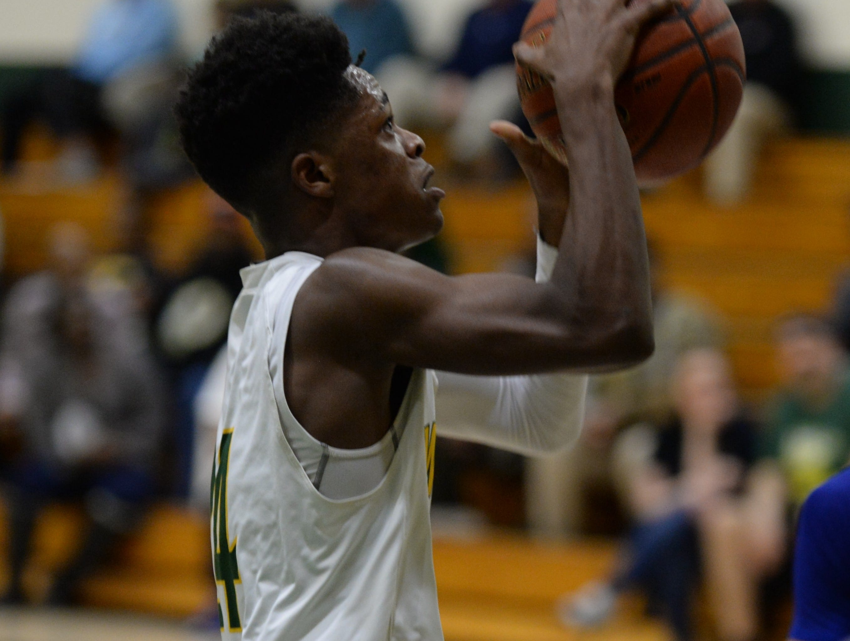 Mardela's Syncere Pinkett goes for a layup against Stephen Decatur on Tuesday, Feb. 5, 2019.