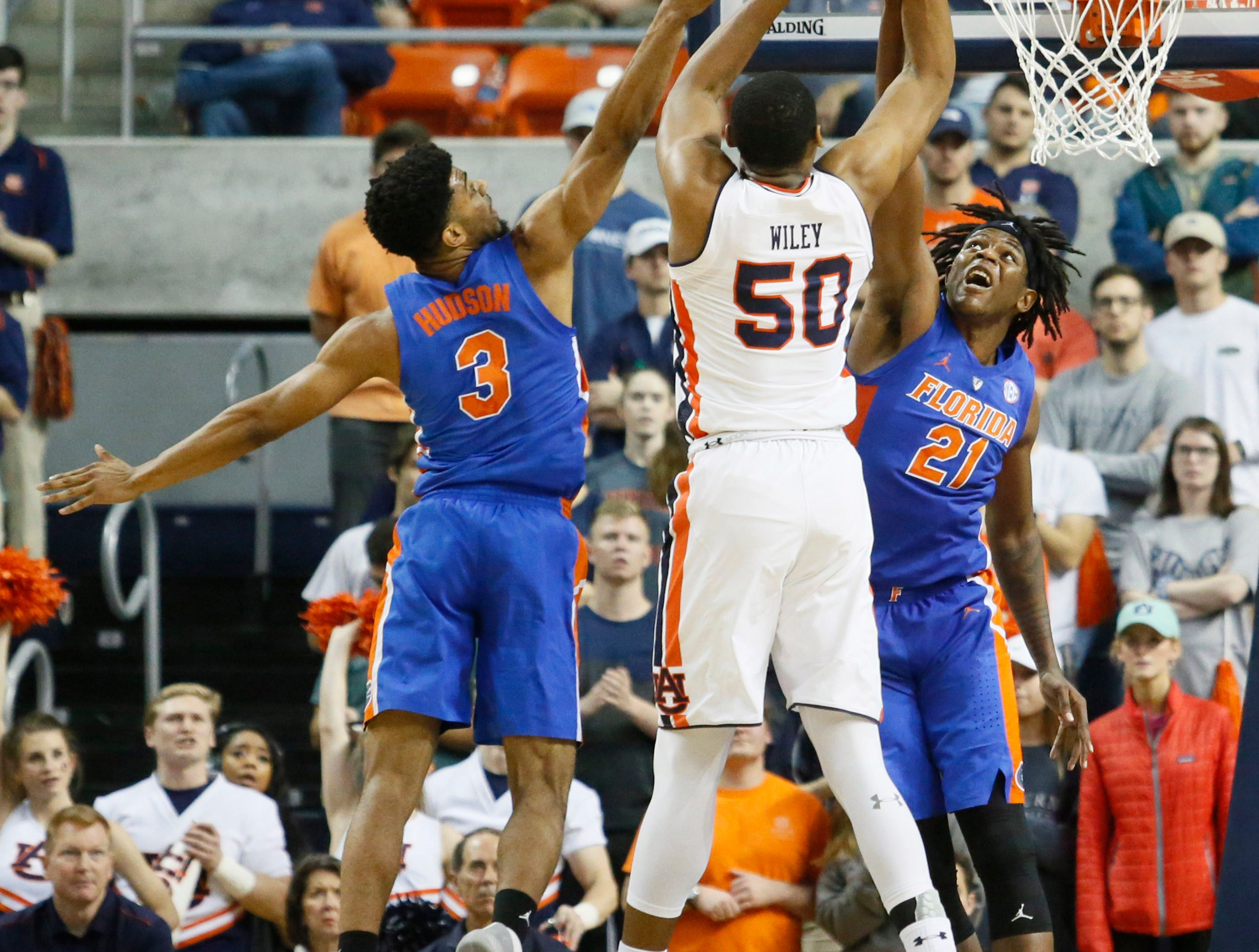 Feb 5, 2019; Auburn, AL, USA; Florida Gators guard Jalen Hudson (3) and forward Dontay Bassett (21) try to block the shot of Auburn Tigers center Austin Wiley (50) during the first half at Auburn Arena. Mandatory Credit: John Reed-USA TODAY Sports