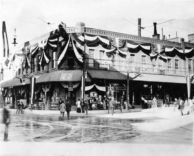 Mills Building. Oct 1909. The building is decorated for the meeting of Presidents Taft and Diaz, on 16 Oct 1909.